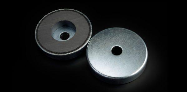 Base magnética de Ferrita con agujero pasante-0