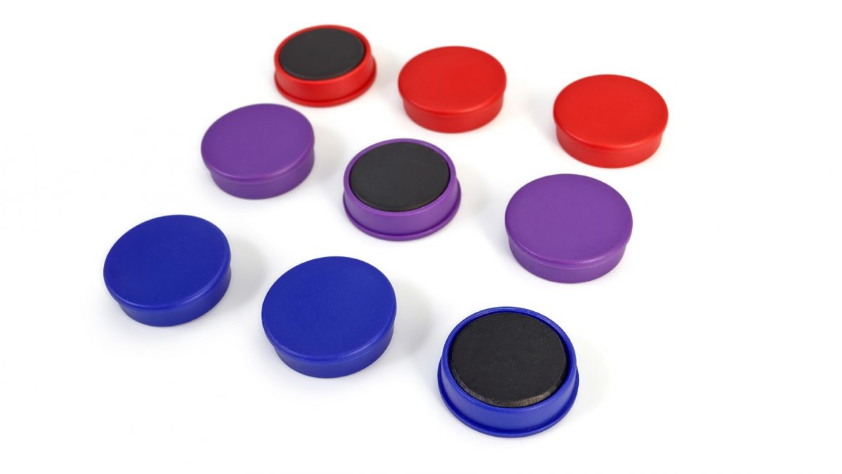 Plastic cap magnets in Ferrite-0
