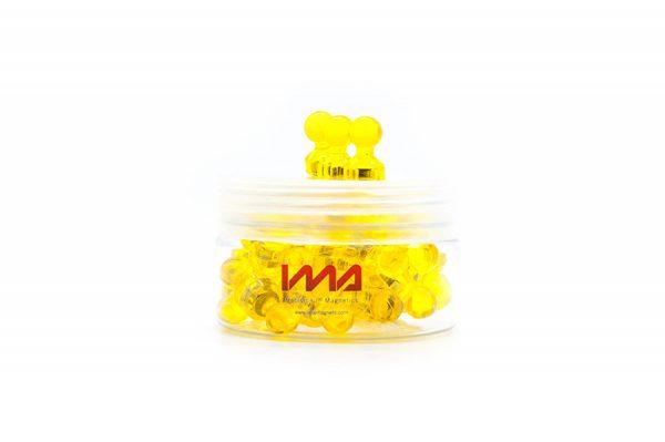 De color amarillo, peones y fichas magnéticas